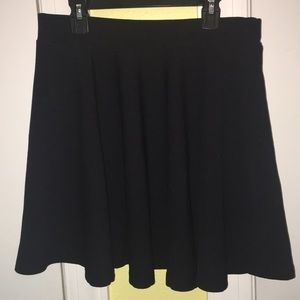 Simple L Black Skater Skirt